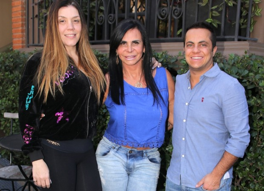 Gretchen encontra Thammy e Simony em SP