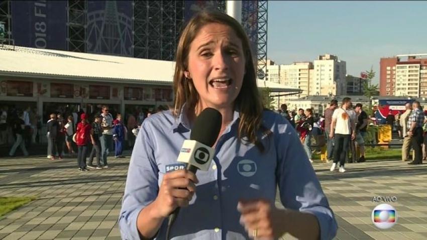 """amentável! Torcedor tenta beijar repórter da Globo na Rússia: """"É horrível. Eu me sinto indefesa"""""""